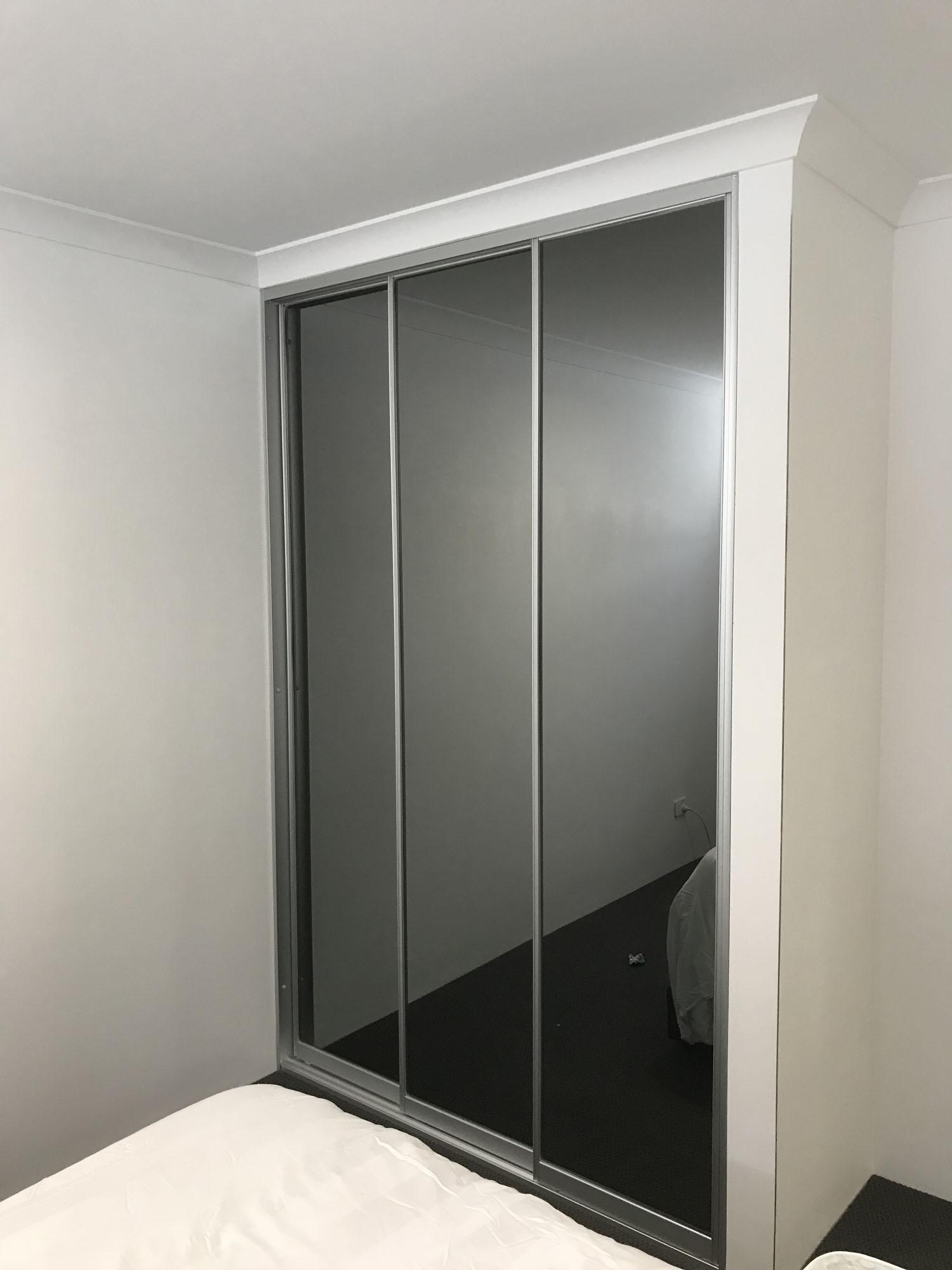 3 Door wardrobe Door unit 3 Grey mirrored Doors in Matt Natural Frame
